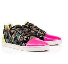 10 อันดับรองเท้าผ้าใบพิมพ์ลายคิคุน่ารักสำหรับสาวๆ