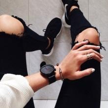 10 อันดับนาฬิกาข้อมือผู้หญิงสีดำสวยเท่สุภาพในเวลาเดียวกัน