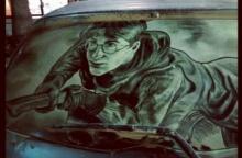 10 ภาพงานศิลปะสุดครีเอทจากฝุ่นบนกระจกรถยนต์ กับความงามที่สวยเกินคาด!